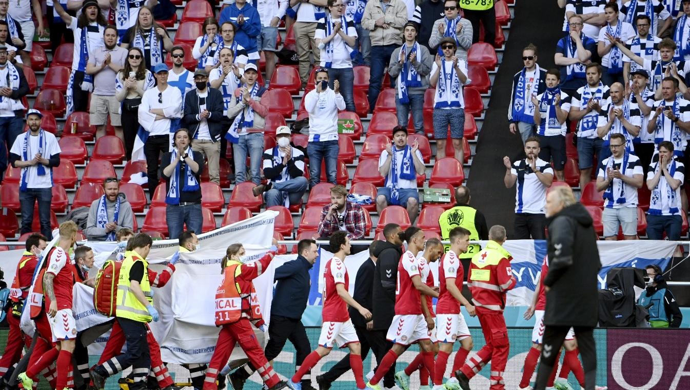 Danezii, forţaţi să joace după momentele dramatice cu Christian Eriksen. Marele Peter Schmeichel atacă UEFA