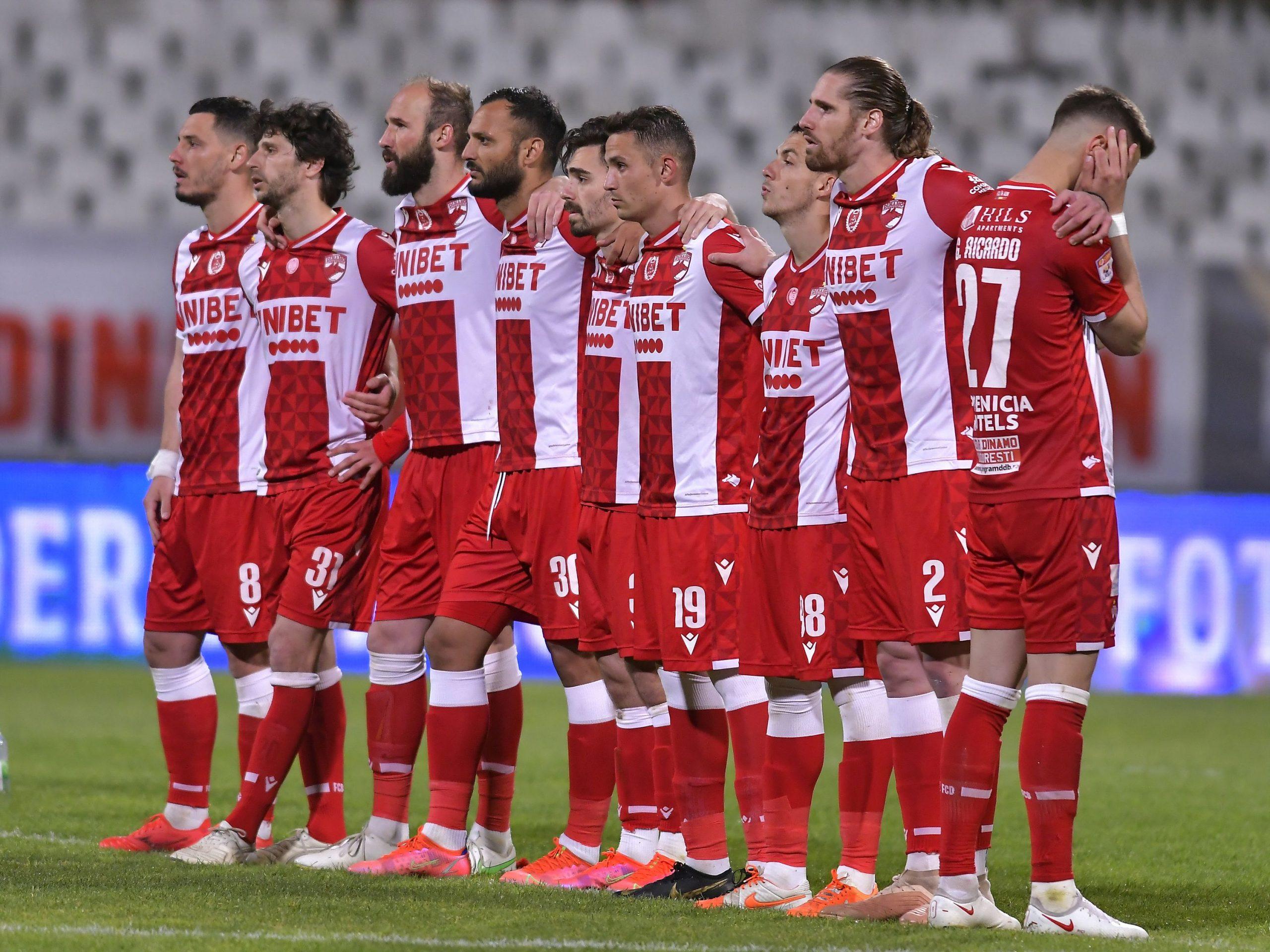 Jucătorii lui Dinamo înaintea unui meci din Liga 1