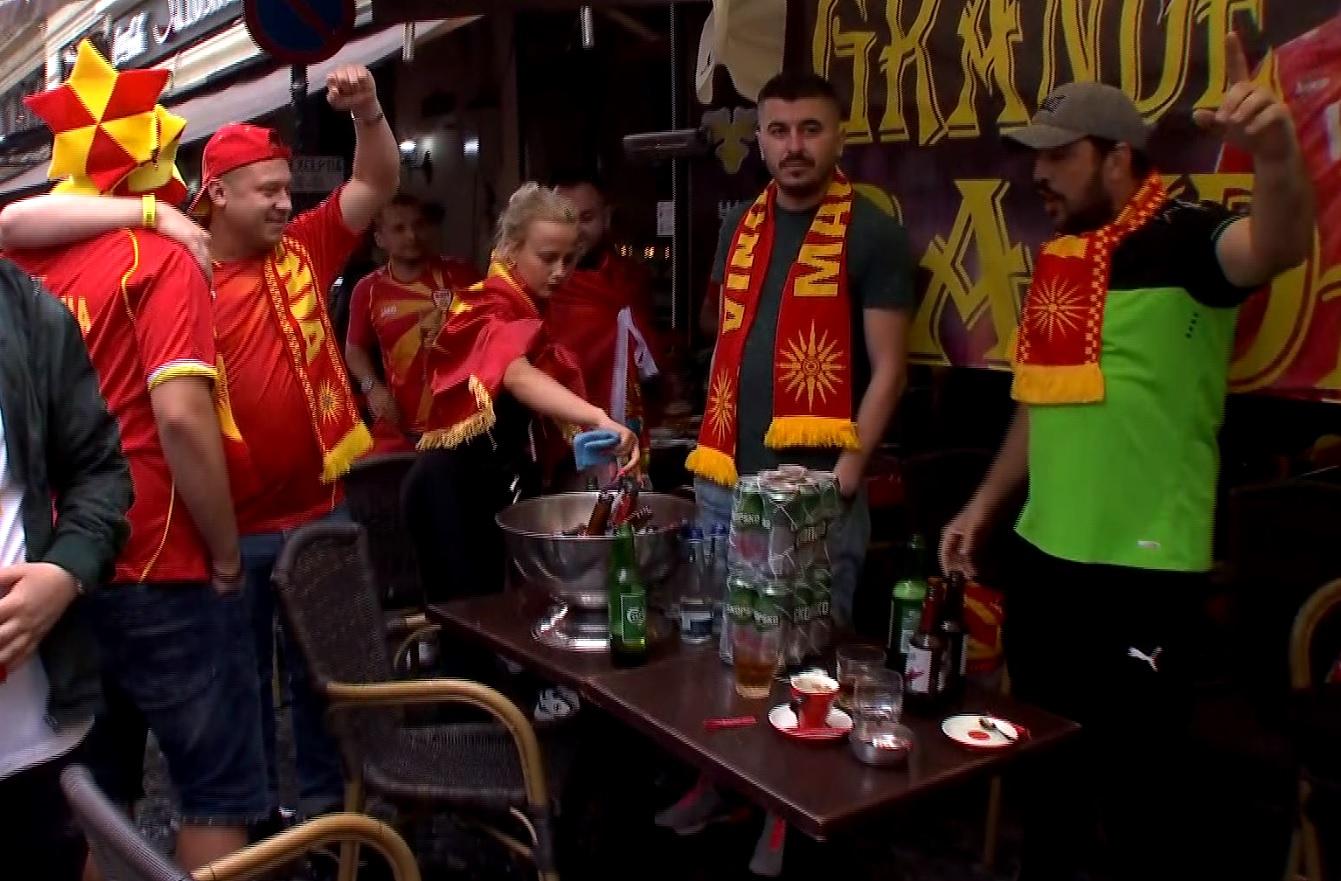 Fanii Austriei şi ai Macedoniei de Nord s-au întâlnit în Centrul Vechi înainte de Euro 2020 / AS.ro