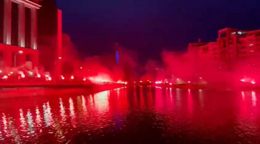 Rapidiştii au aprins centrul Bucureştiului! Imagini fabuloase de pe malul Dâmboviţei