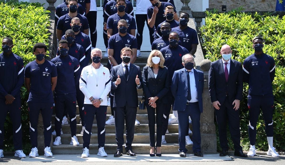 Emmanuel Macron, alături de naționala Franței