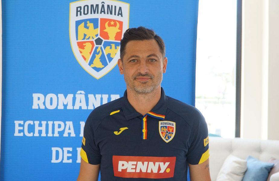 Mirel Rădoi, cu zâmbetul pe buze! Selecţionerul a ajuns în cantonamentul echipei olimpice. Va conduce România U23 în amicalul cu Australia U23