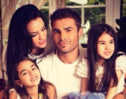 Adrian Mutu, alături de Consuelo şi cele două fiice / Foto: Instagram Adrian Mutu
