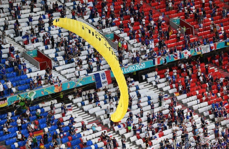 Fabulos! A aterizat cu parașuta pe Allianz Arena, cu câteva momente înainte de Franța – Germania