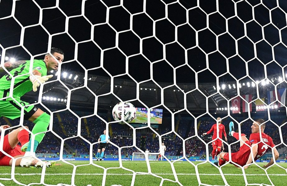 Moment istoric la EURO 2020! Primul gol al turneului a fost un autogol. Niciodată nu s-a mai întâmplat asta. Demiral, colegul lui Drăguşin la Juventus, a intrat în istorie