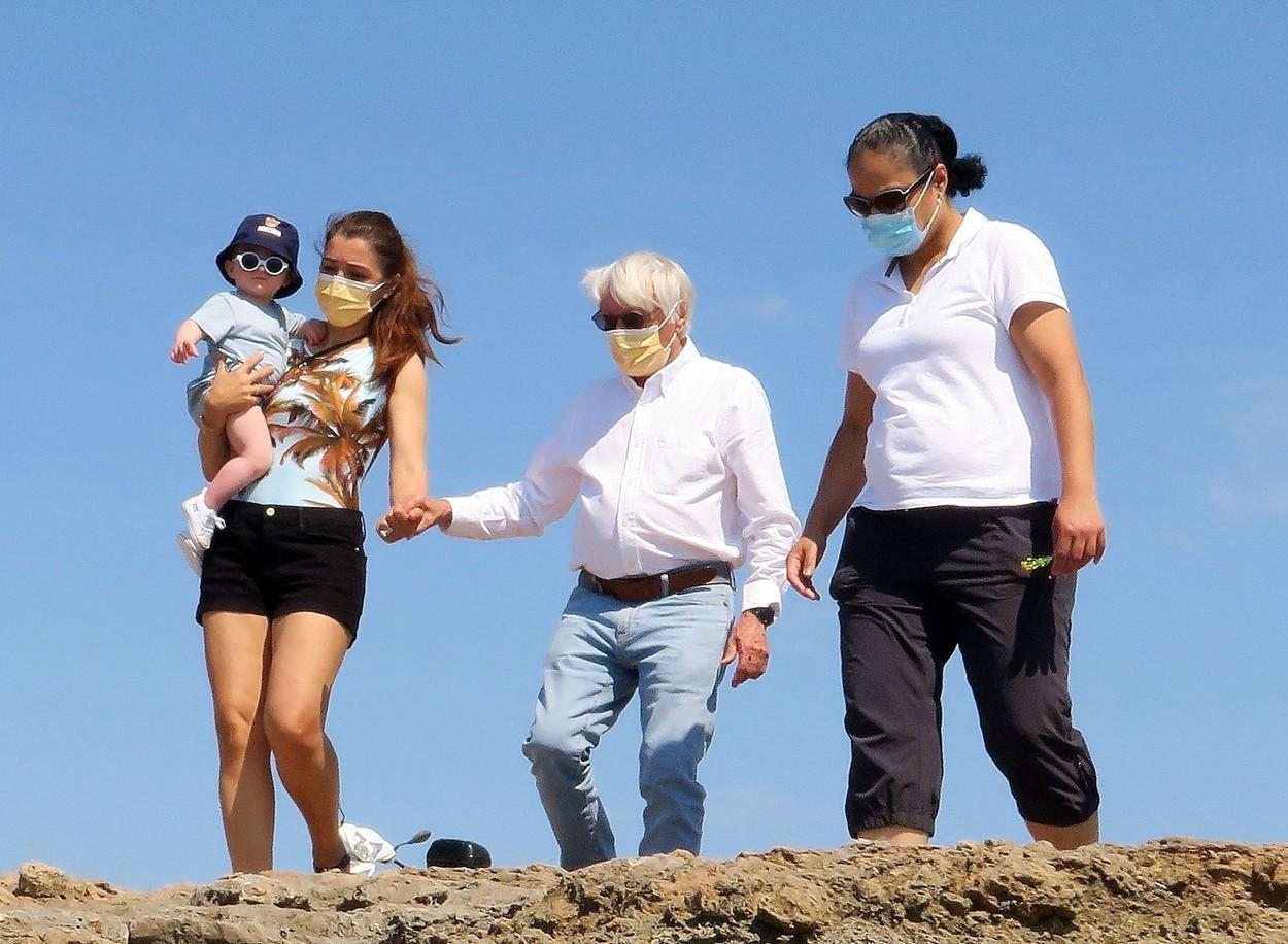 Bernie Ecclestone, alături de soţie şi copil