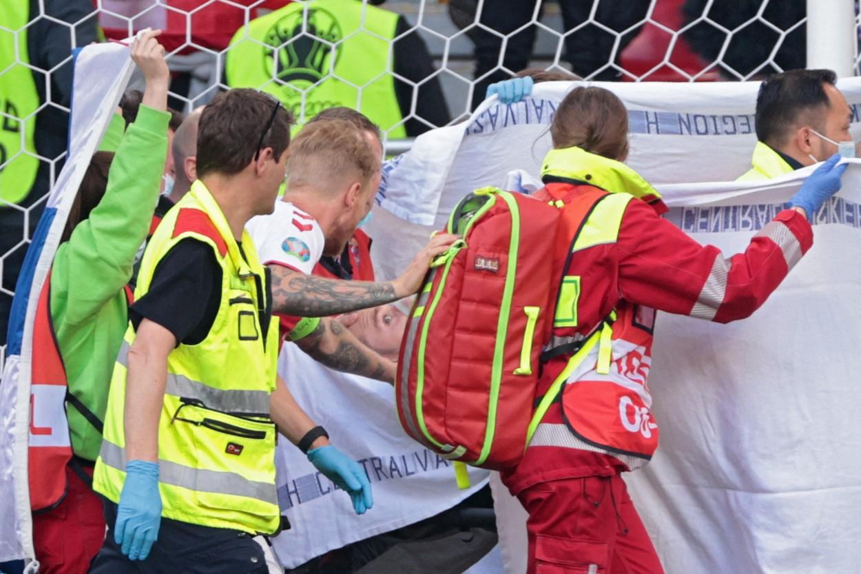 """Comunicat oficial despre starea lui Christian Eriksen. """"Am vorbit în această dimineaţă"""" + Imagini impresionante la Copenhaga. Fanii au mers la spital"""