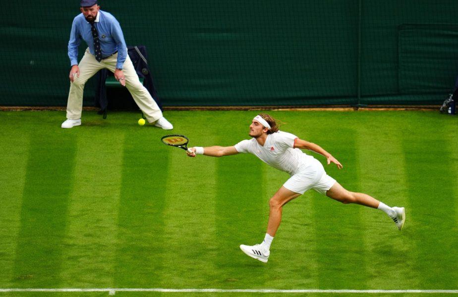 Primul şoc de la Wimbledon! Stefanos Tsitsipas, OUT din primul tur. Djokovic a pierdut un set