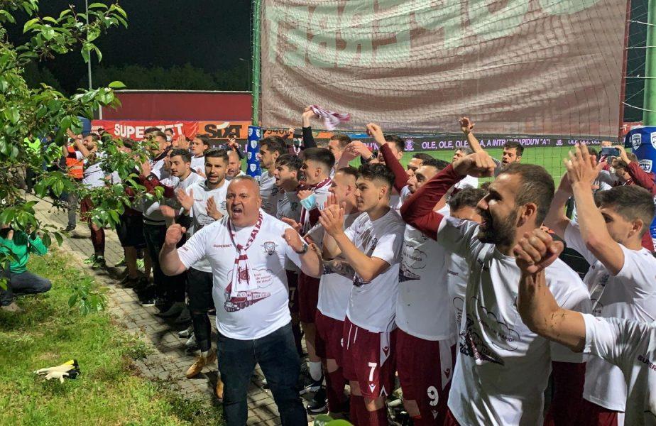 Rapid, în momentul sărbătorii pentru promovarea în Liga 1