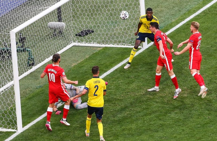 Robert Lewandowski a semnat ratarea anului la EURO 2020. A trimis de două ori în transversală! Nu a putut marca din trei metri :O