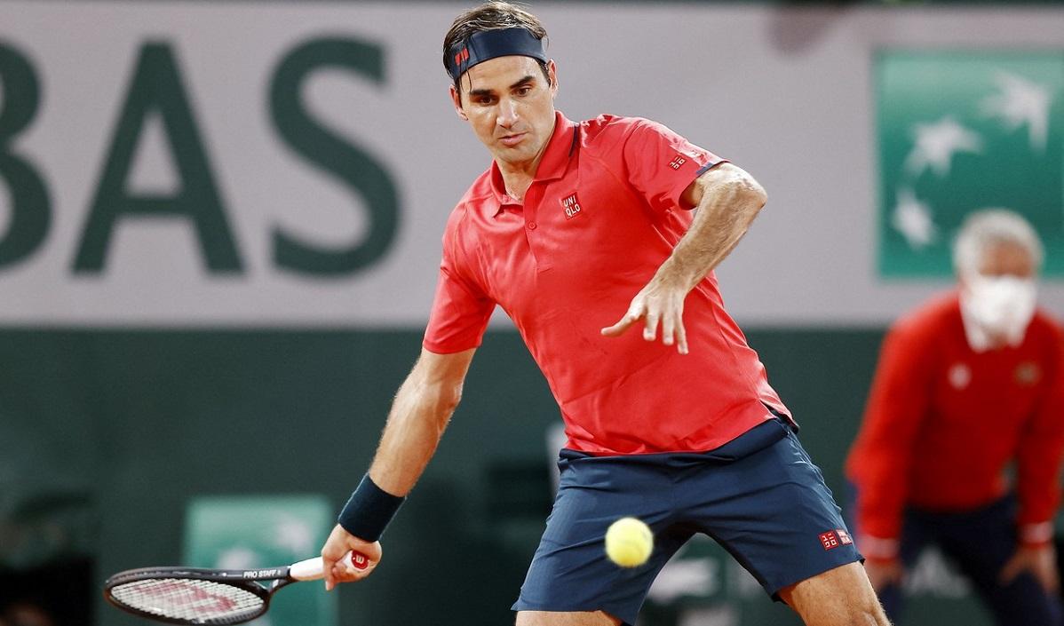 Roger Federer, în timpul meciului cu Dominik Koepfer, din turul 3 de la Roland Garros