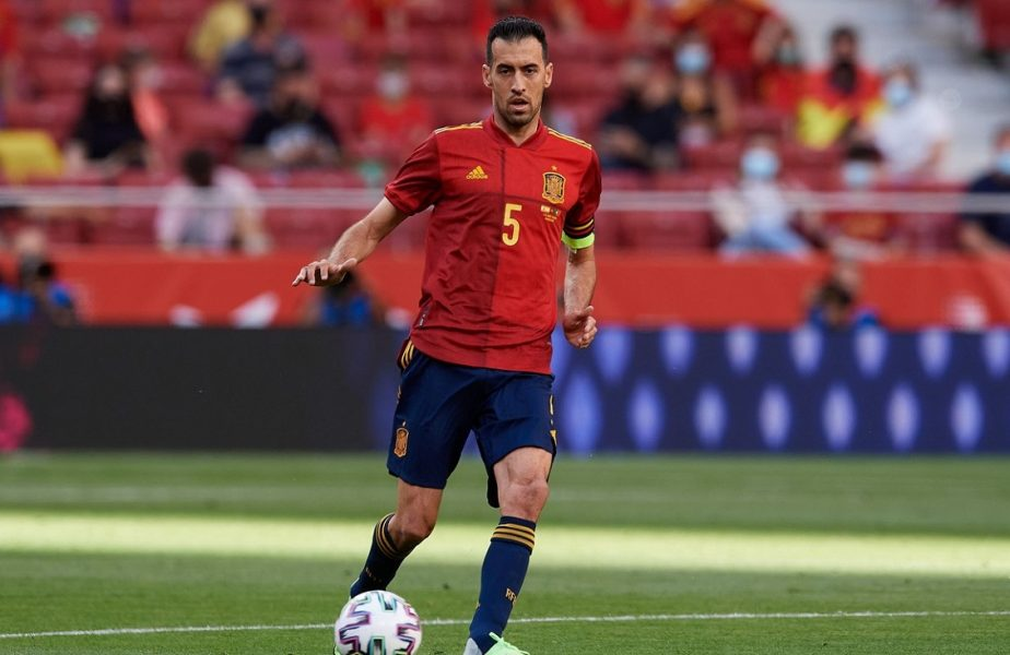 """Haos în naţionala Spaniei. Sergio Busquets, testat pozitiv cu Covid-19 în cantonamentul """"La Roja"""". Au fost chemaţi din vacanţă jucătorii U21!"""