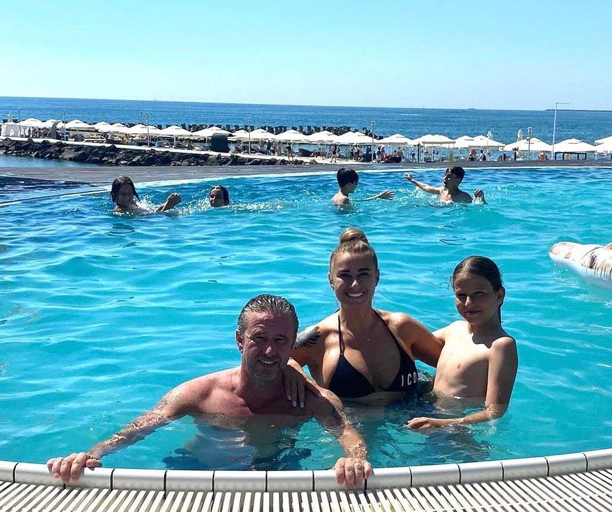 Anamaria Prodan, în piscină