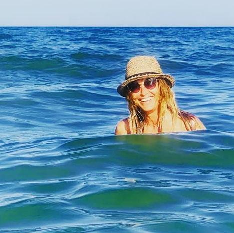 Anca Ţurcaşiu este diva din România care, la 51 de ani, a încins atmosfera la malul mării