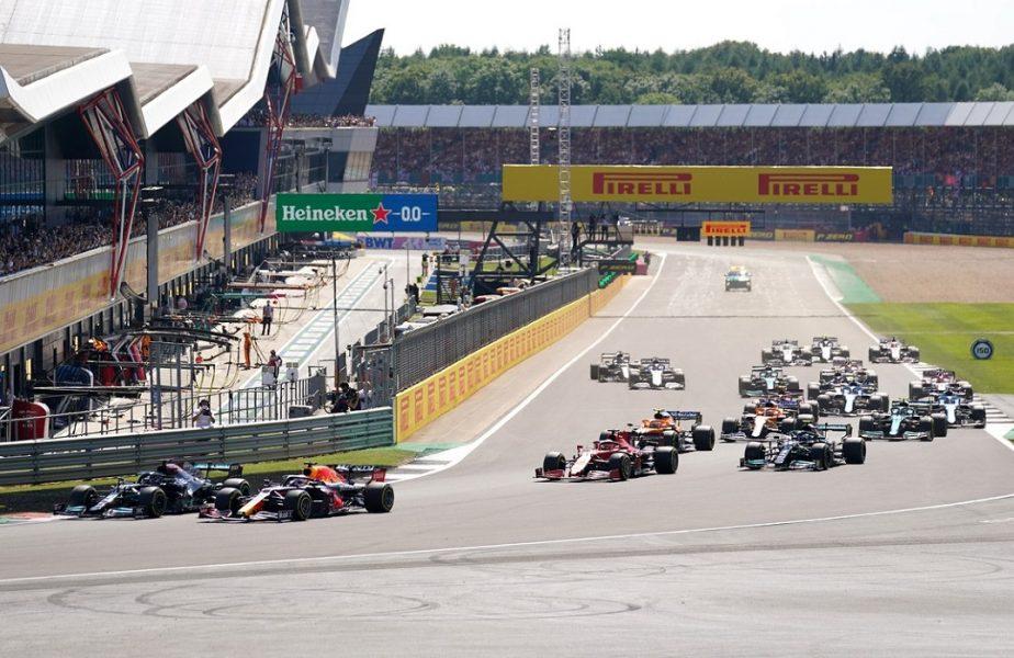 """Lewis Hamilton, câștigător la Silverstone! Britanicul a fost penalizat cu 10 secunde pentru accidentul cu Max Verstappen. """"Mi-am riscat viaţa!"""" / """"Un gest murdar!"""""""