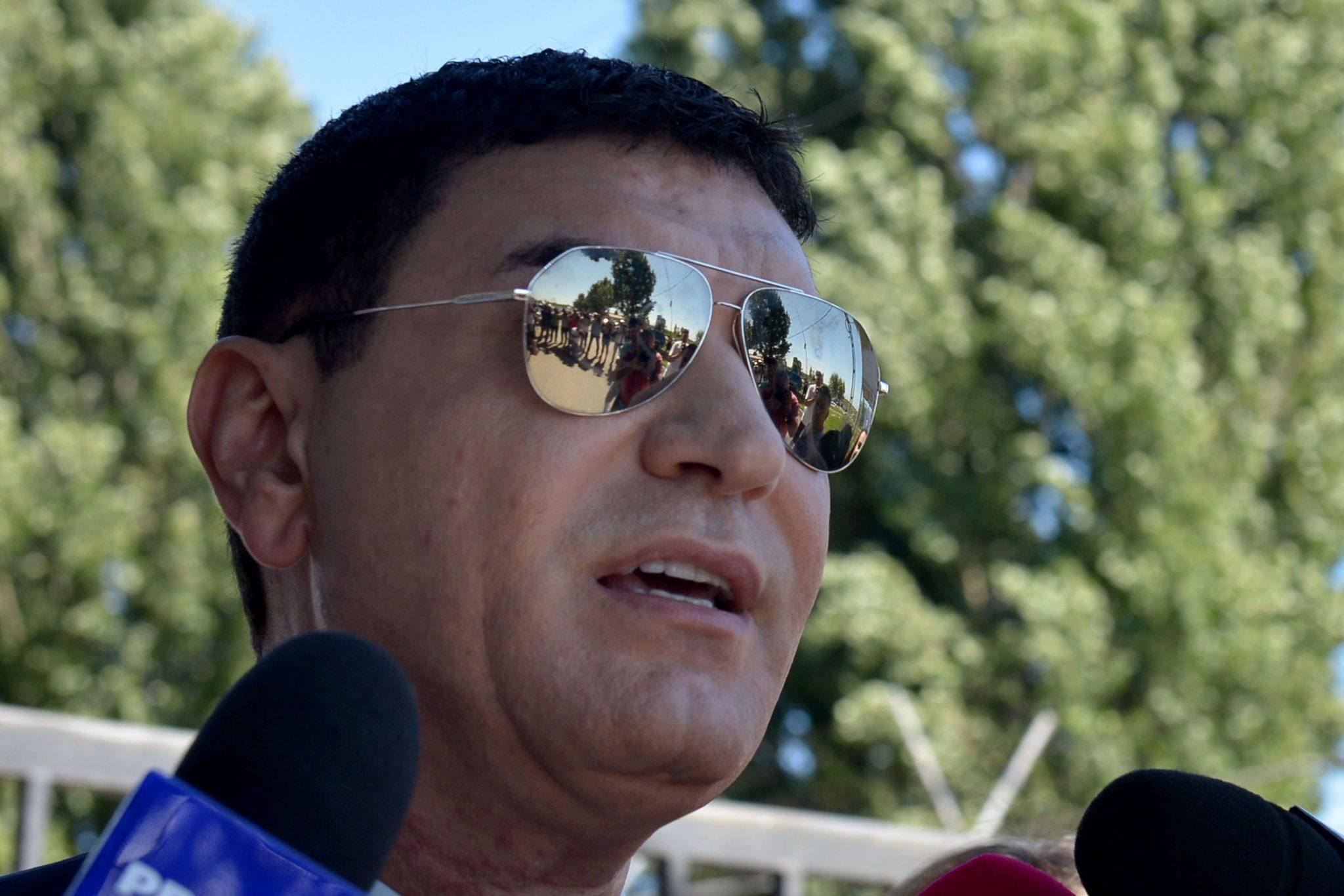 Cristi Borcea în timpul unor declaraţii de presă