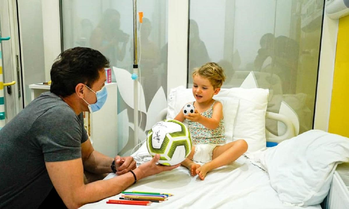 Gică Popescu la Secţia de Pediatrie a Spitalului Judeţea din Arad