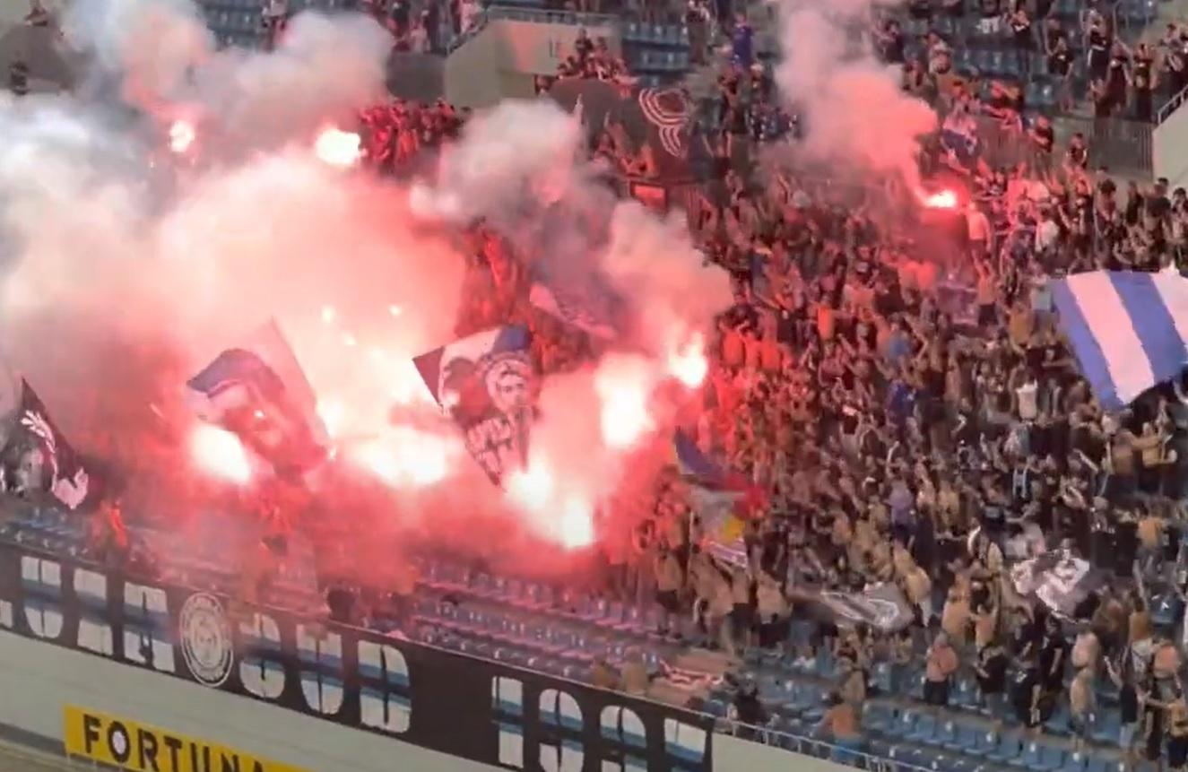 Show creat de fanii lui FC U Craiova la meciul cu Dinamo