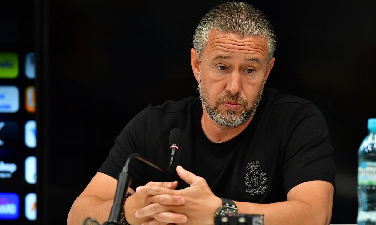 Laurenţiu Reghecampf, debut dezastruos la Universitatea Craiova