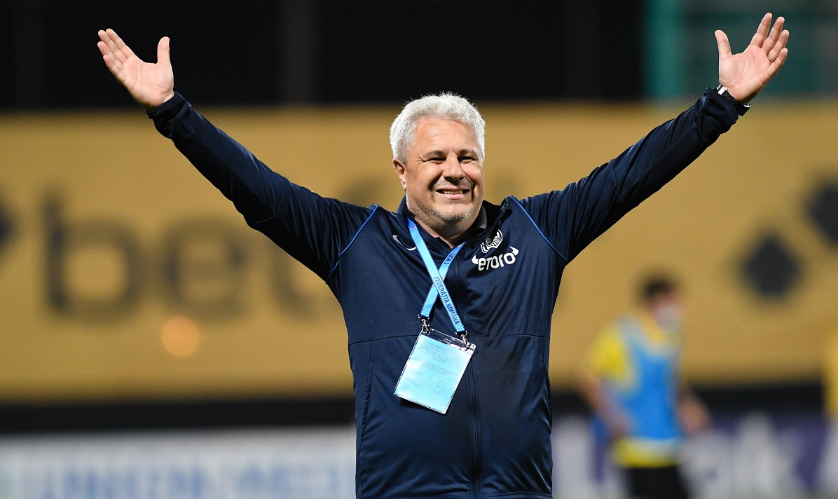 Marius Şumudică, antrenor CFR Cluj, bucuros pe teren