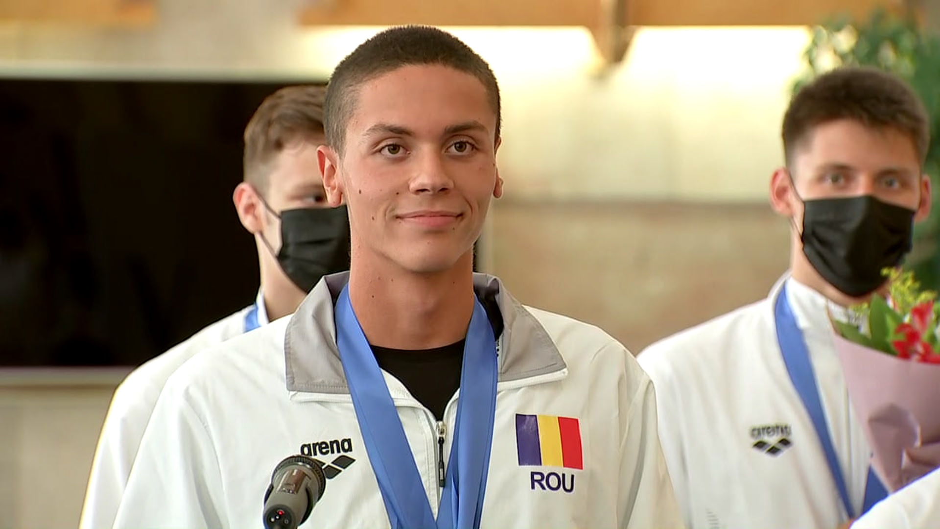 David Popovici a revenit în ţară după ce a scris istorie la Campionatul European