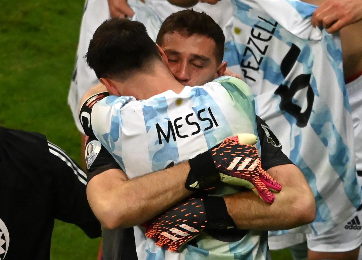Emiliano Martinez radiază de fericire pentru Lionel Messi