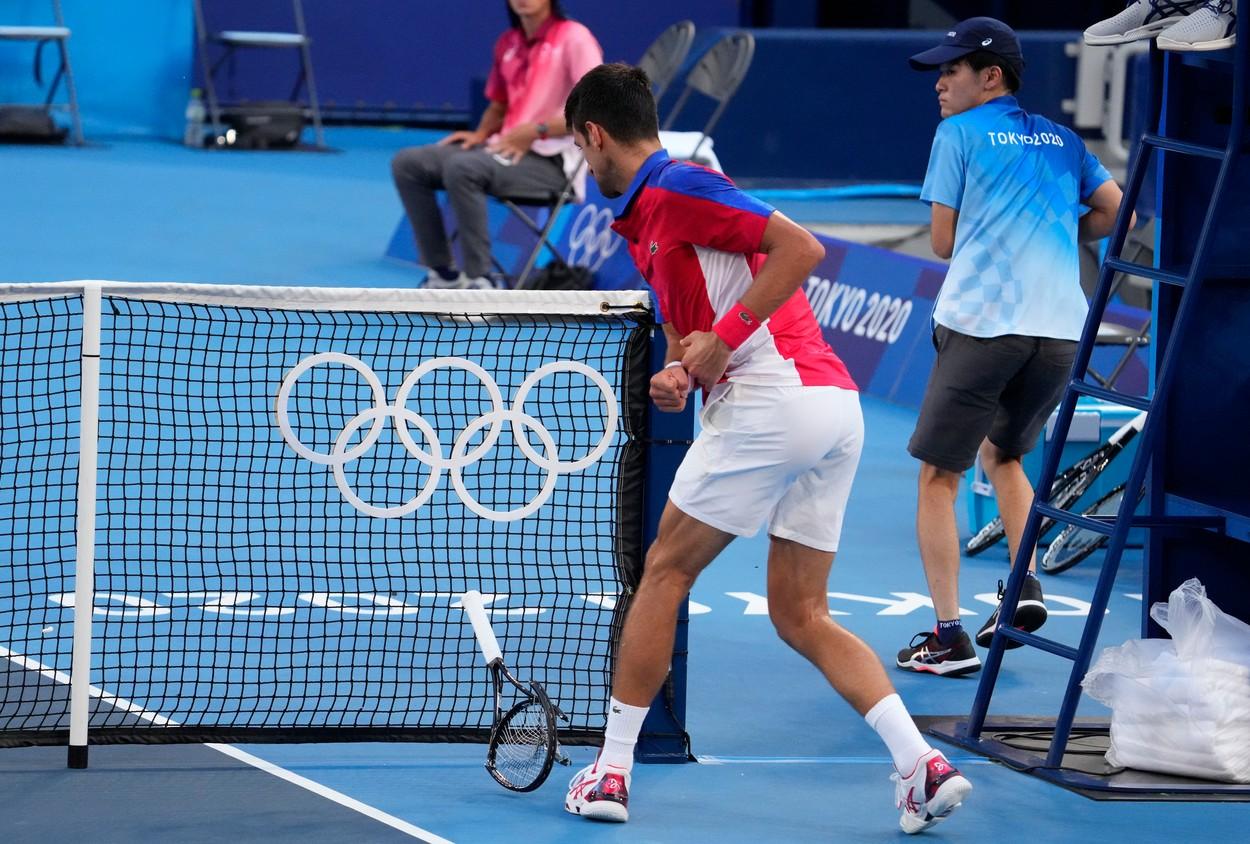 Jocurile Olimpice 2020   Scene ireale la Tokyo! Novak Djokovic şi-a ieşit din minţi şi a aruncat cu racheta în tribune. Sârbul a pierdut şi medalia de bronz