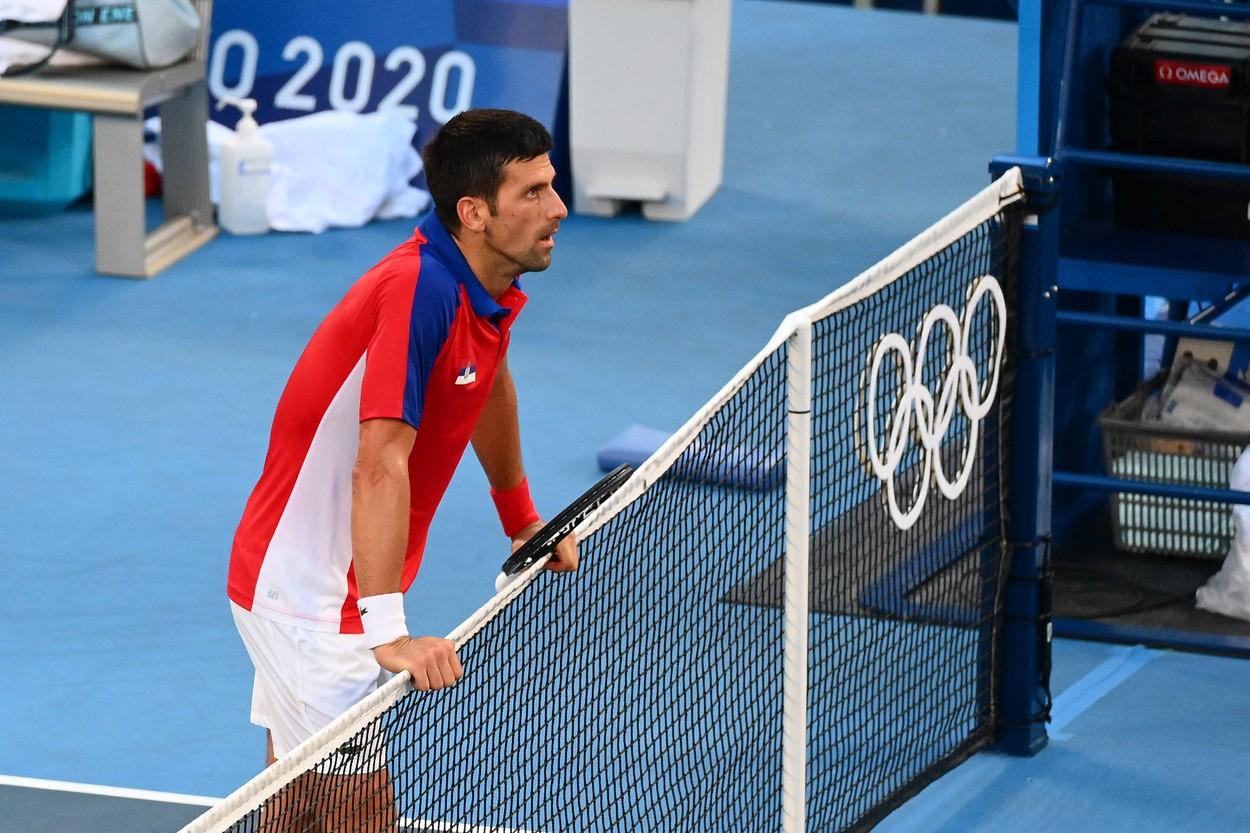 """Jocurile Olimpice 2020   Reacţia lui Novak Djokovic, după ce a aruncat o rachetă în tribune, iar pe alta a zdrobit-o la fileu: """"Sunt extenuat fizic şi mental"""""""
