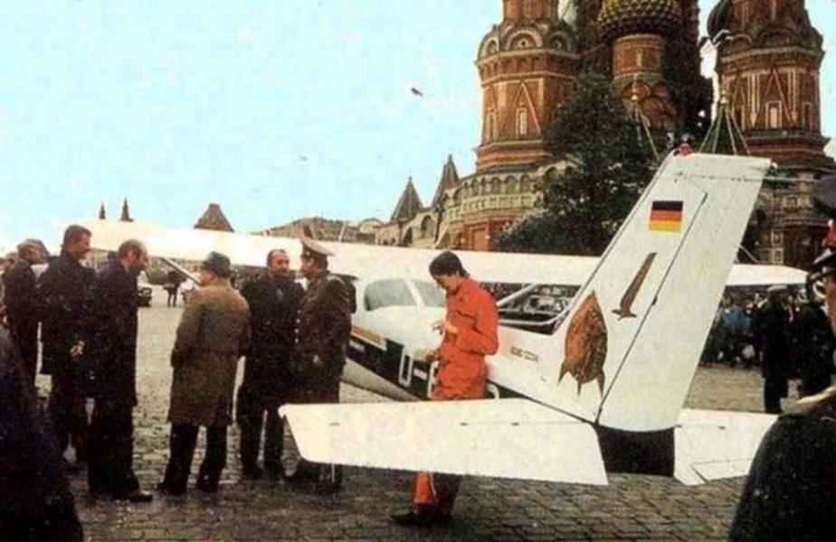 Americanu-i tare, dar de puștiul care a parcat avioneta în sufragerie la Gorbaciov, ce ziceți???