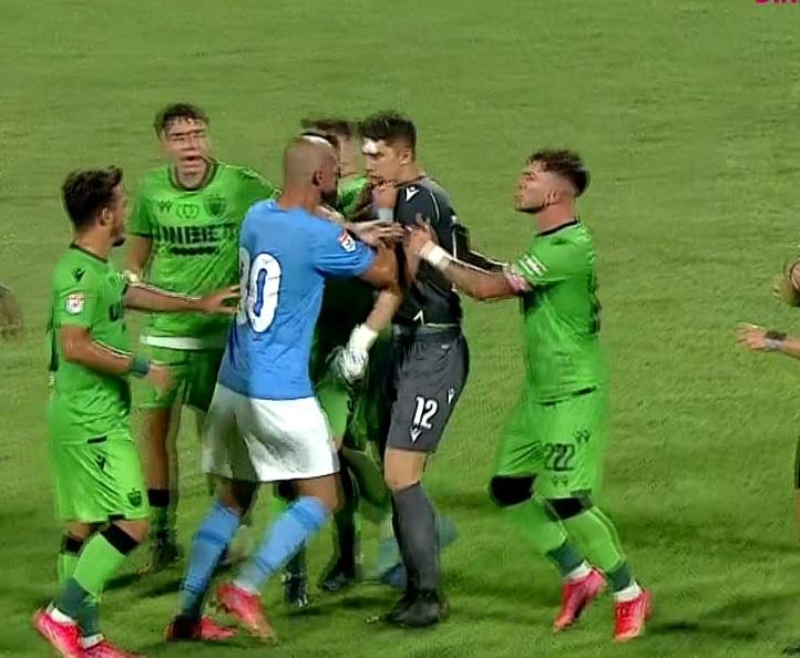 Dinamo – Voluntari 3-2! Momente uluitoare în Ştefan cel Mare. Ilfovenii au marcat după ce au beneficiat de o minge de arbitru. Eşanu şi Tamaş, la un pas de bătaie