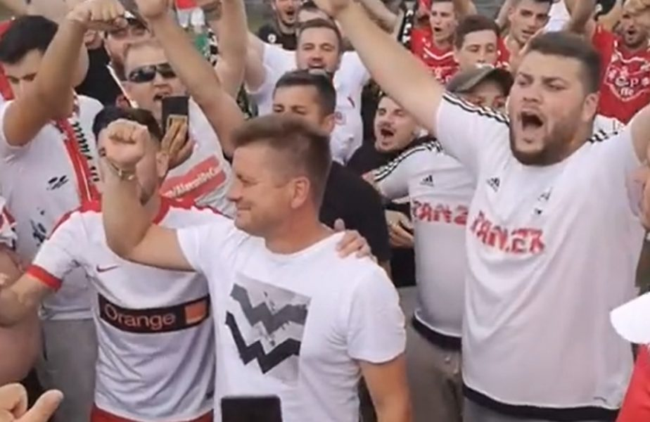 Dusan Uhrin, aplaudat de fanii lui Dinamo