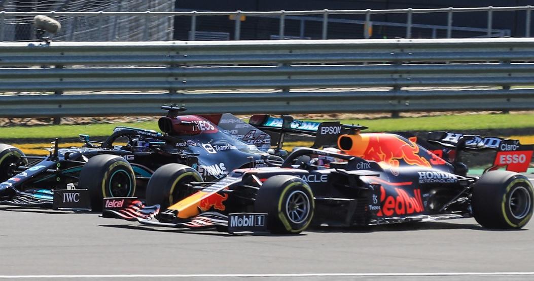 Lewis Hamilton nu şi-a cerut iertare după accidentul care l-a băgat în spital pe Max Verstappen