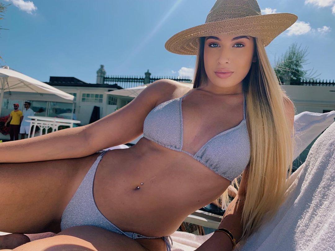 Sarah Dumitrescu este fiica cea mică a Anamariei Prodan