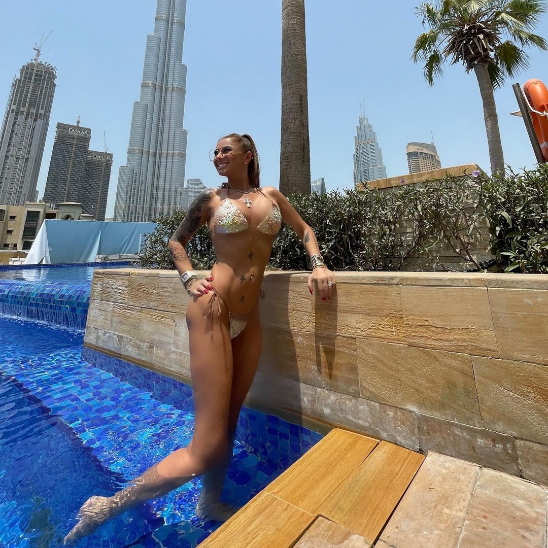 Anamaria Prodan, poză la piscină