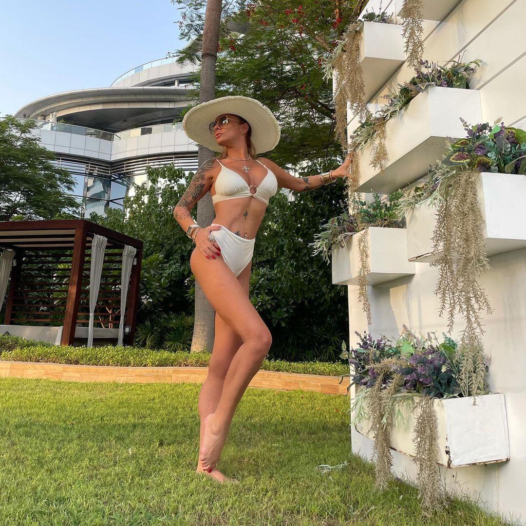 Anamaria Prodan, apariţie spectaculosă la piscină