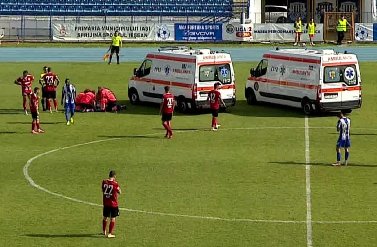 Două ambulanţe pe teren la meciul din Liga a 2-a dintre Poli Iaşi şi Universitatea Cluj