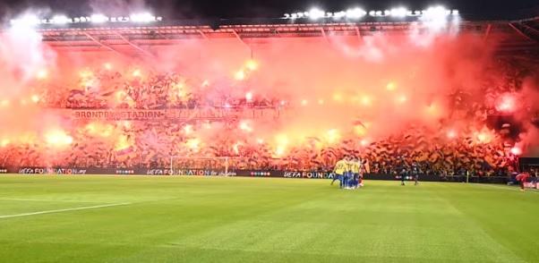 """Atmosferă incredibilă în play-off-ul Ligii Campionilor! """"A luat foc"""" peluza înainte de Brondby – Salzburg"""