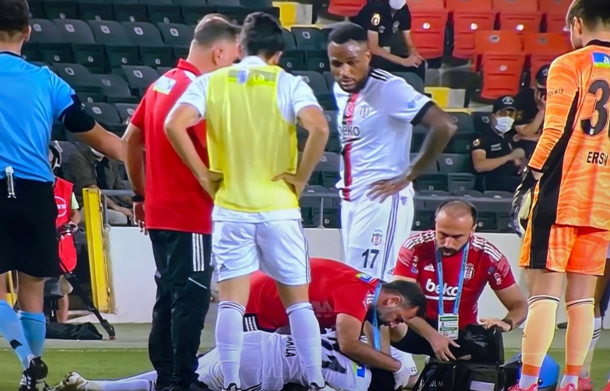 Fabrice Nsakala, clipe de groază în meciul Gaziantep - Beşiktaş din campionatul Turciei