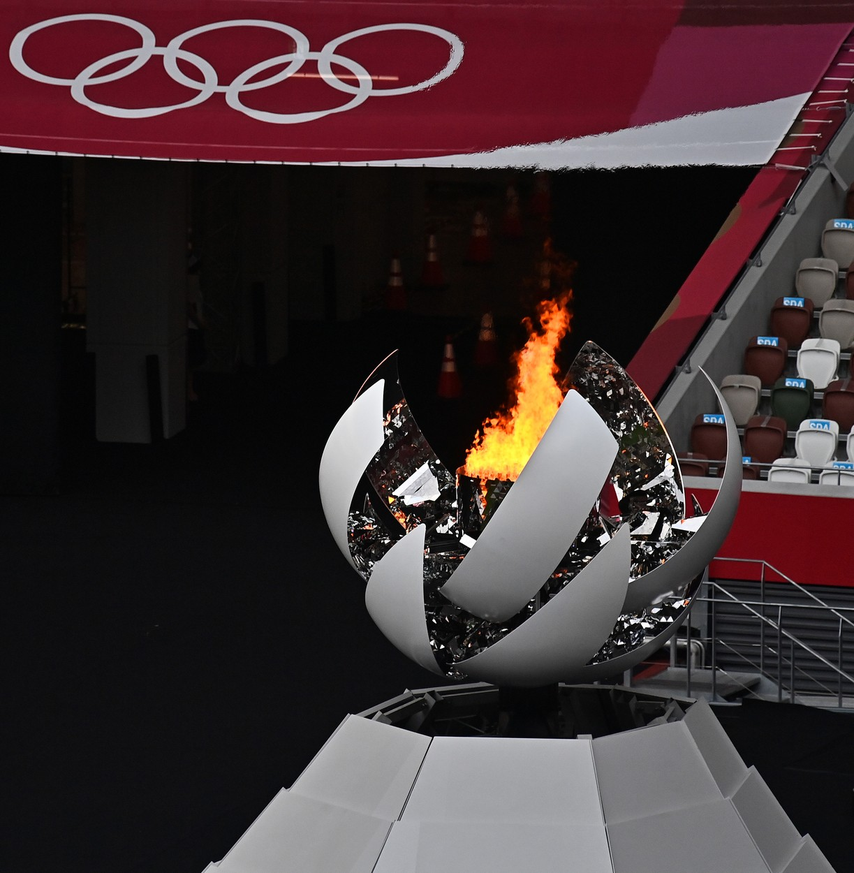 Flacăra olimpică a fost stinsă la Tokyo