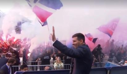 Lionel Messi a declanşat nebunia printre ultraşii lui PSG. Mii de fani l-au primit la Paris. Atmosferă incredibilă