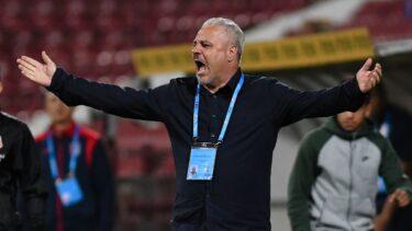 """Scandal monstru între Dan Petrescu şi Marius Şumudică! Criză de nervi a fostului antrenor de la CFR Cluj: """"Să vină şi să vedem ce trebuie să repare, dacă are sânge în instalaţie! Vezi-ți, mă, de treaba ta, Petrescule!"""""""