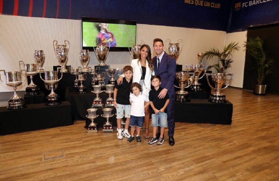 """Lionel Messi a primit contractul de la PSG. Fanii francezi s-au strâns deja la aeroport + Mesajul transmis de soţia lui Messi. """"Mergem împreună oriunde!"""""""