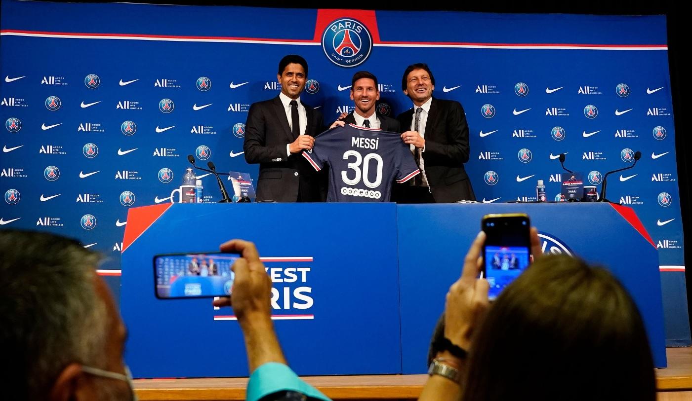 Lionel Messi a adus nebunia la Paris!