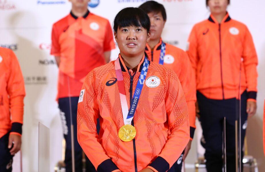 Campioana olimpică a primit o altă medalie de aur după ce un primar a muşcat din ea. Peste 7.000 de plângeri după ce imaginile au devenit virale