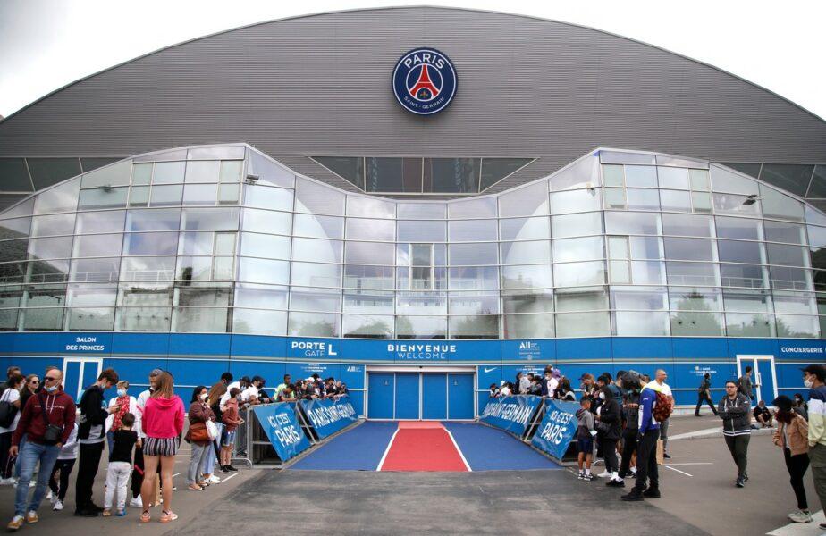 """Lionel Messi, aşteptat cu covorul roşu la Paris. """"Sosirea este iminentă!"""" Fanii s-au strâns la aerport şi la stadion"""