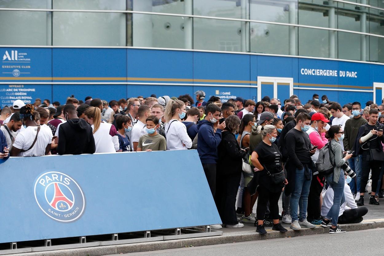 Nebunie la Paris în aşteptarea lui Lionel Messi / Profimedia