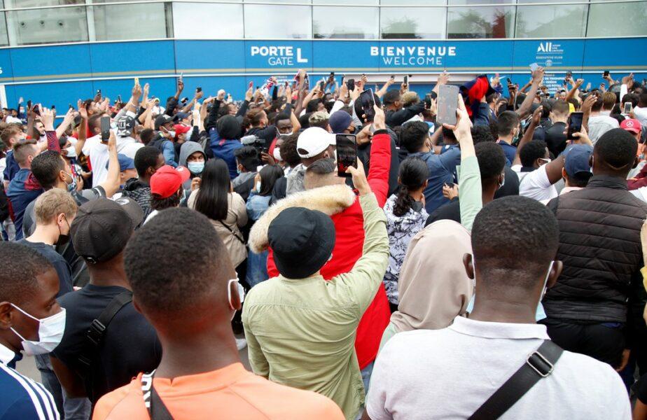 Nebunie la Paris! Fanii s-au strâns la aeroport şi la stadionul lui PSG. Mesajul transmis din avion de soţia lui Messi şi ultimele imagini cu acesta la Barcelona