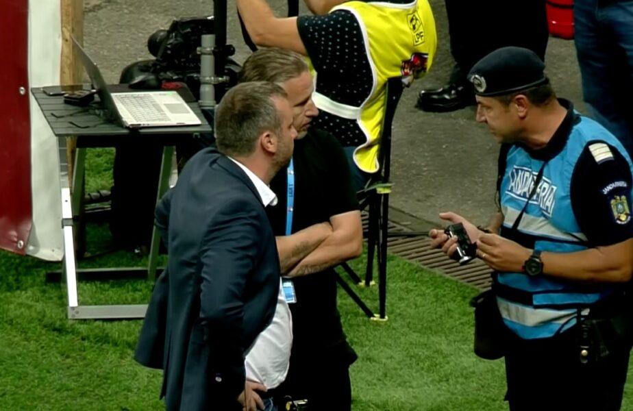 """Laurenţiu Reghecampf a reacţionat surprinzător după ce s-au aruncat cu sticle în el şi a avut nevoie de intervenţia jandarmilor. """"Mă bucur să văd asemenea oameni venind la stadion"""""""