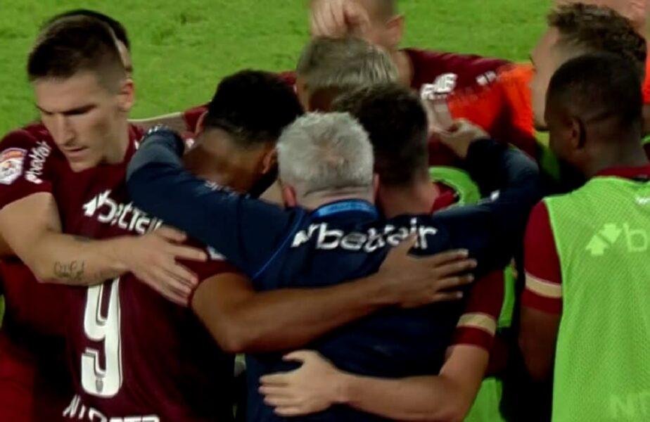 Marius Şumudică, susţinut de jucătorii lui CFR Cluj. Gestul făcut după golul marcat de Bilel Omrani la Piteşti
