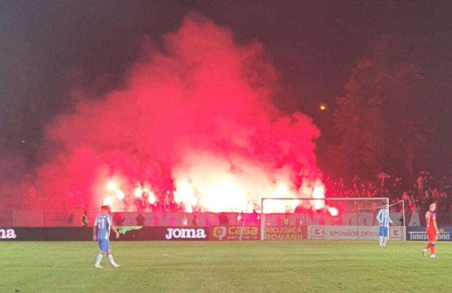"""Atmosferă de poveste la CS Hunedoara – FCSB! Fanii au """"incendiat"""" stadionul la primul meci jucat în nocturnă"""